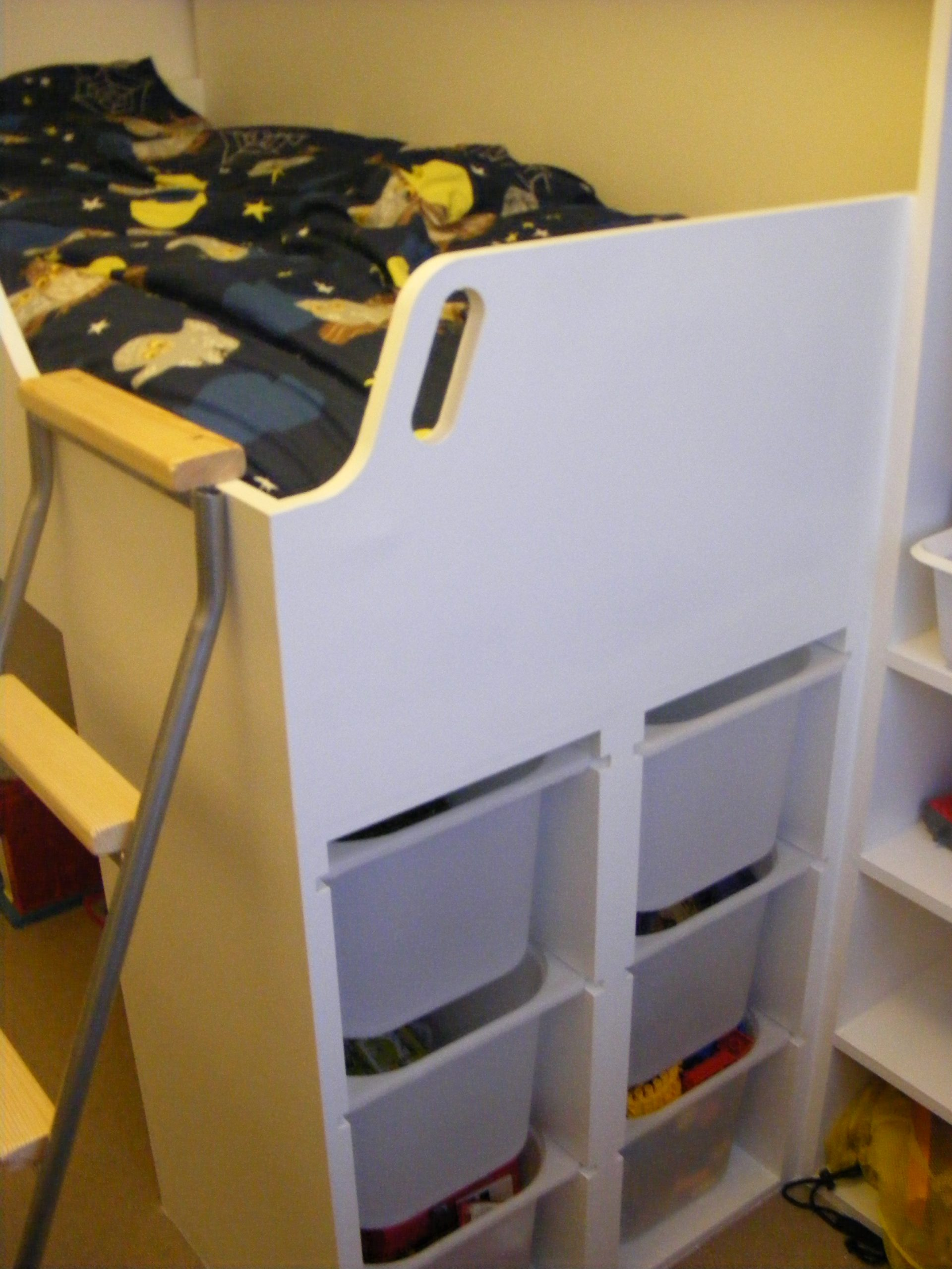 Childs bed over staircase (1)