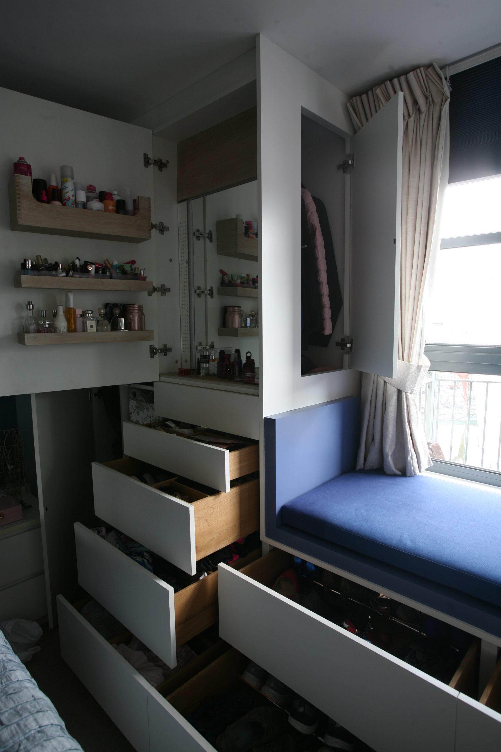 Wardrobe shoe store and make up station (10)